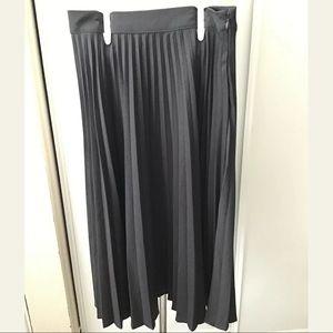 New Forever 21 Grey Midi Skirt Size XS